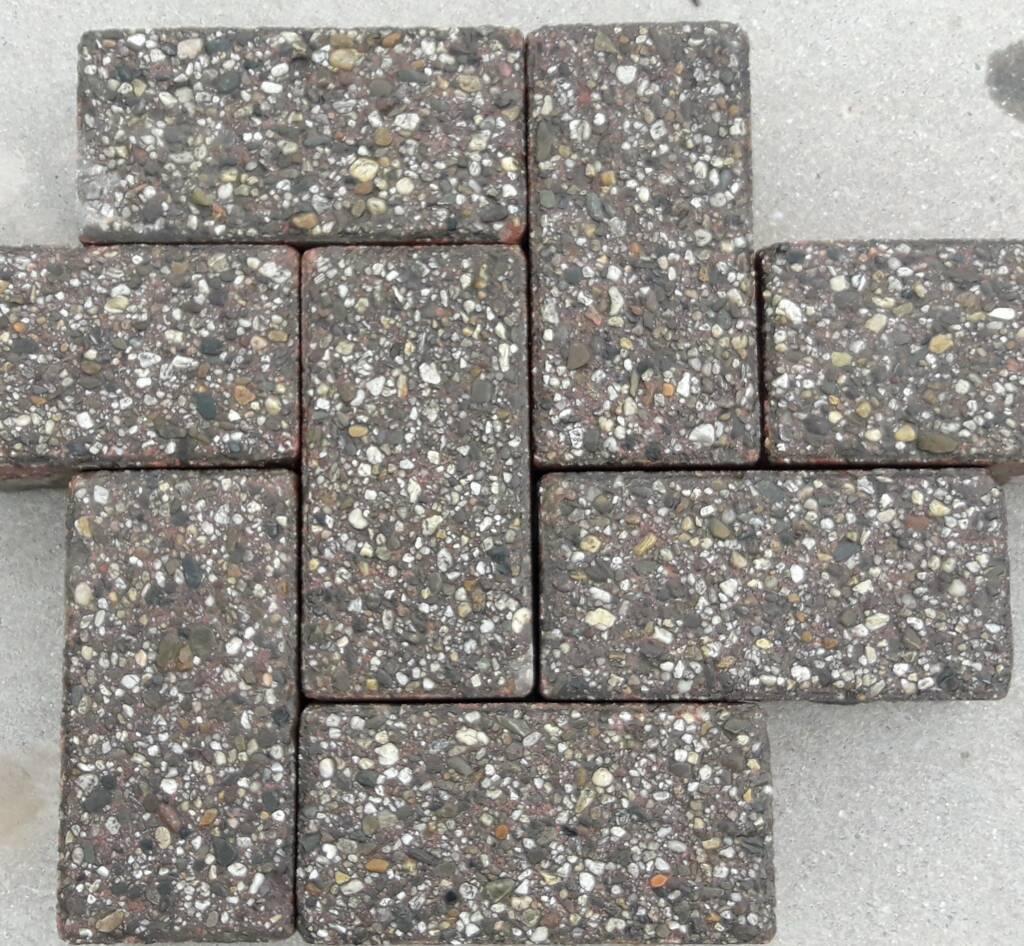 Tweedehands betonstraatstenen heide paars